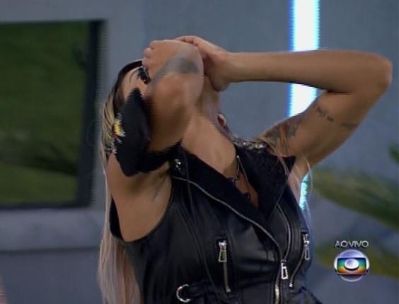 "30.mar.2017 - Vanessa agradece ao Brasil pela permanência no ""BBB14"""