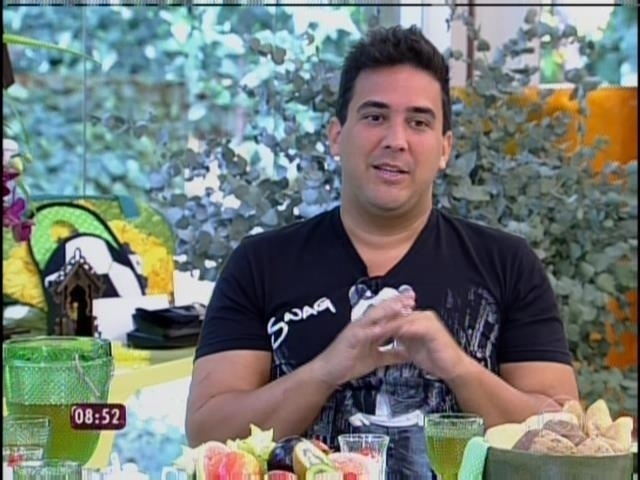 31.mar.2014 - André Marques tomou café da manhã com Ana Maria Braga e falou sobre sua vida após a cirurgia