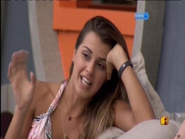 31.mar.2014 -  Angela revela que já ficou com Bento Ribeiro, ex-apresentador da MTV