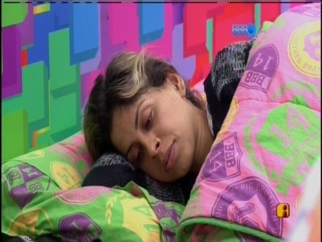 31.mar.2014 - Ao som de Alanis Morissetti, sisters são acordadas novamente