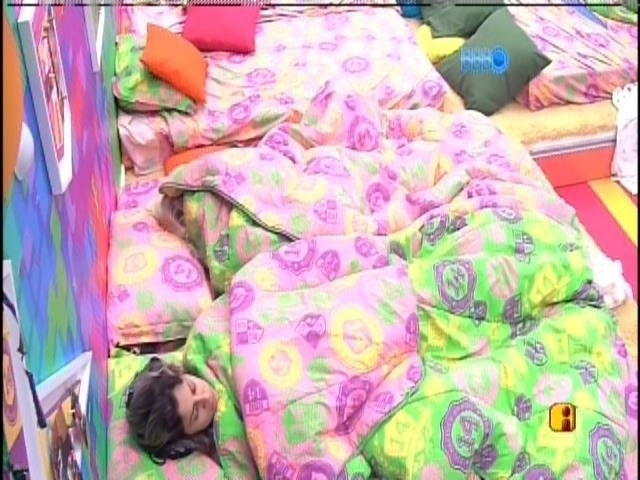 "31.mar.2014 - Finalistas acordam felizes no penúltimo dia de confinamento do ""BBB14"""