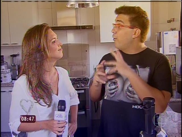 31.mar.2014 - Talitha Morete entrevistou André Marques após o apresentador fazer a gastroplastia
