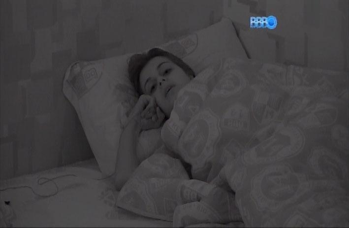 31.mar.2014 - Antes de dormir, Angela conversa com Clara e Vanessa e confessa que não transaria com ninguém dentro do