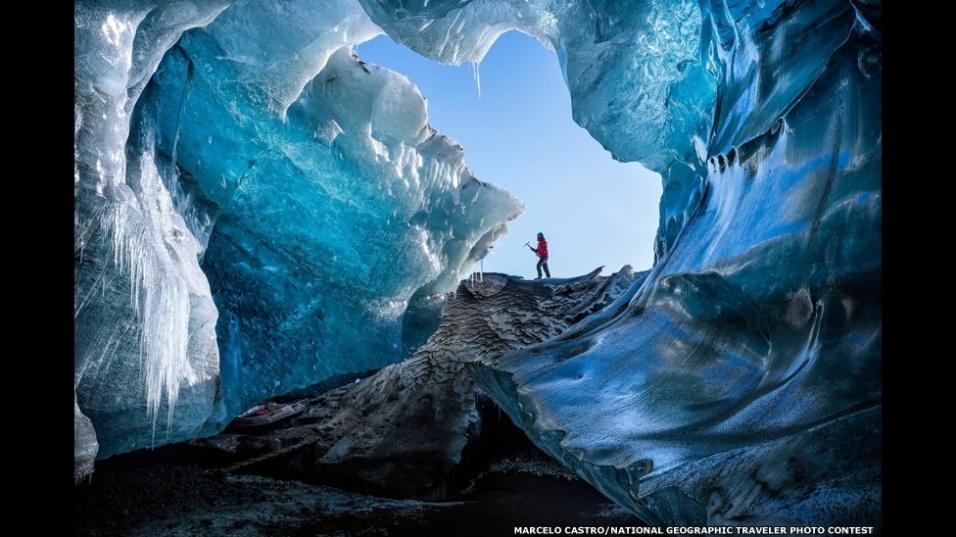 Castro concorre também com esta foto, tirada em uma remota caverna de gelo no sudoeste da Islândia