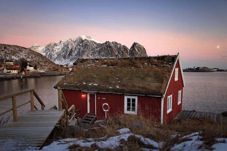 O concurso fotográfico National Geographic Traveler está realizando sua 26ª edição anual, e muitos concorrentes já enviaram suas fotos. Acima, uma delas: um chalé nas ilhas Lofoten, na Noruega, fotografado por Sausse David