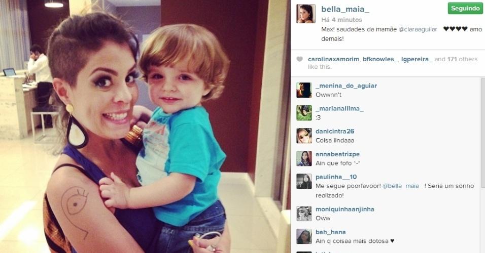 01.abr.2014 - Bella posta foto com o filho de Clara, Max.