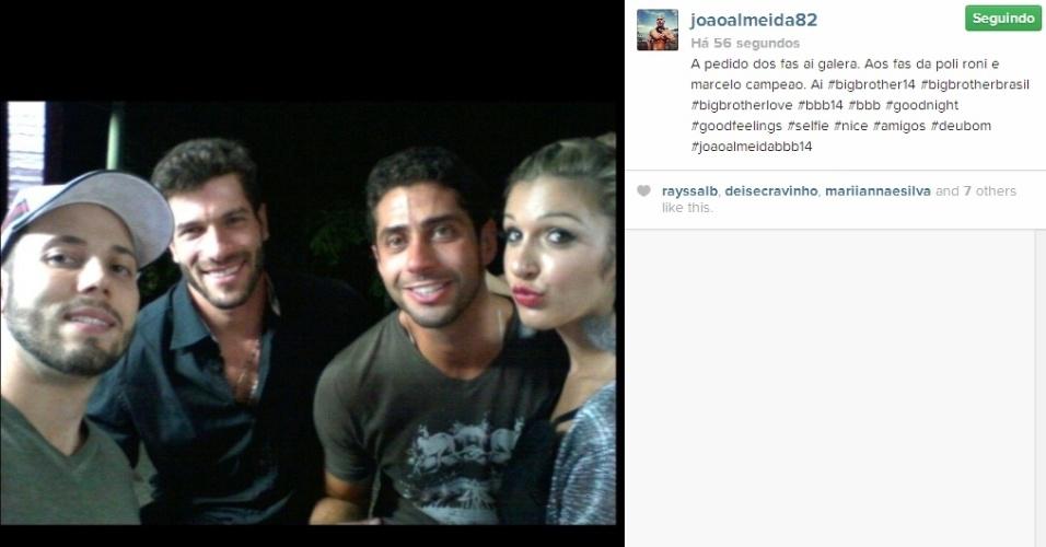 01.abr.2014 - João Almeida posta foto com Marcelo, Roni e Tatiele: