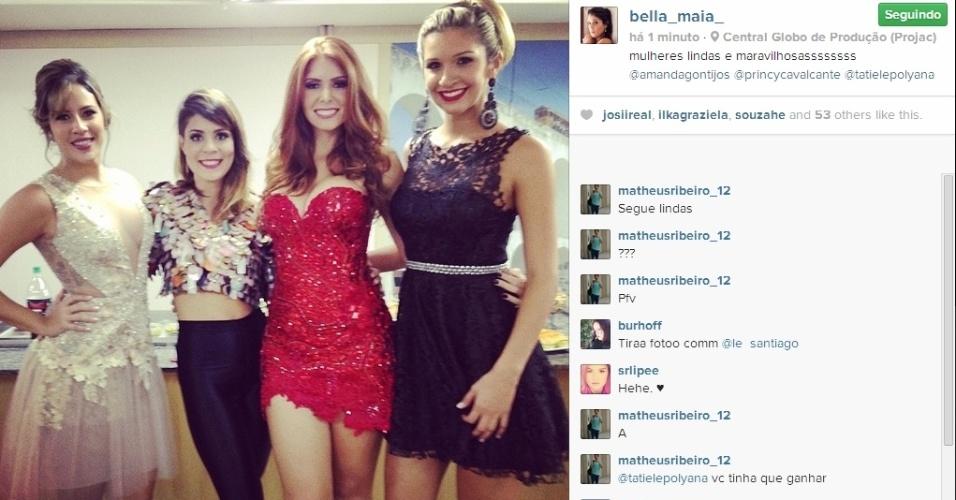 """01.abr.2014 - Na final do """"BBB14"""" Bella publica foto ao lado de Tatiele, Amanda e Princy"""