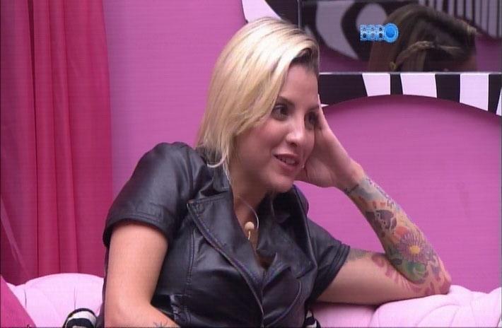 """1.abr.2014 - Clara brinca que produção queima os eletrodomésticos ao acabar cada edição do """"Big Brother Brasil"""""""