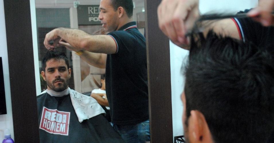 1.abr.2014 - Diego tem dia de beleza para a final do