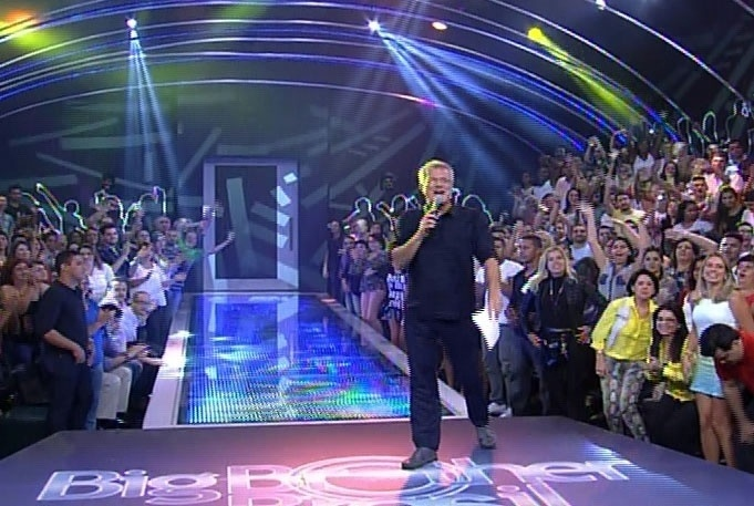 1.abr.2014 - Pedro Bial inicia a edição da final convocando Gaby Amarantos, a atração musical.