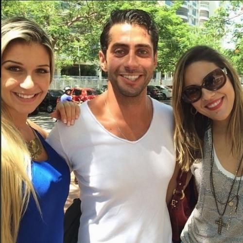 """1º.abril.2014 - A goiana Princy também postou foto com Tatiele e Marcelo. """"Lindos do meu coração"""", escreveu a ex-sister em sua página do Instagram"""