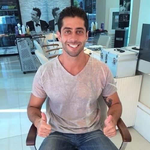 """1º.abril.2014 - Marcelo corta o cabelo para a grande final do """"BBB14"""". """"E ai gostarm? Demorou mas tá cortado"""", escreveu em sua página do Instagram"""