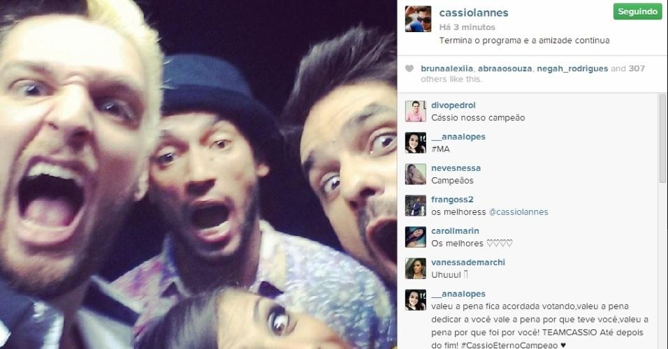 01.abr.2014 - Cássio posta foto com Valter, Diego e Franciele: