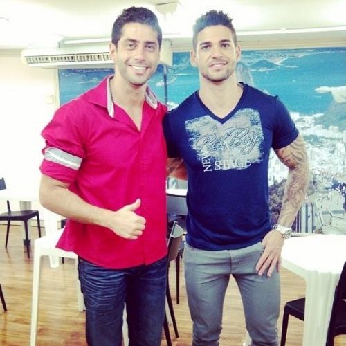"""01.abr.2014 - Rodrigo posta foto com Marcelo: """"Eu e Marcelão partindo pra festa.."""""""