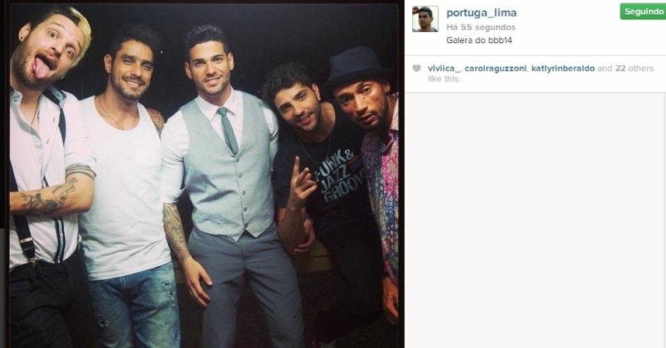 01.abr.2014 - Rodrigo posta foto com os ex-participantes Junior, Valter, Cássio e Diego