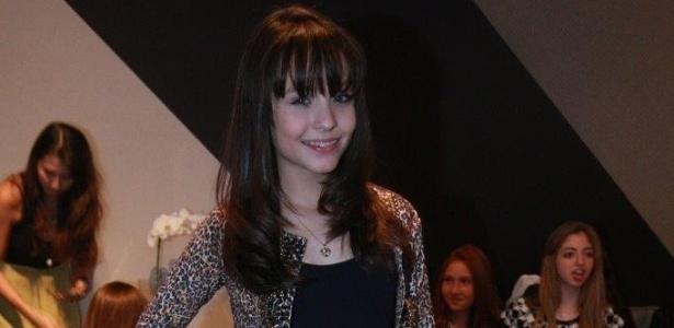 Larissa Manoela vai ser líder de uma banda musical - 03 08 2014 - UOL TV e  Famosos cd094b8710