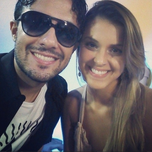 02.abr.2014 - Alisson e Angela nos bastidores do chat