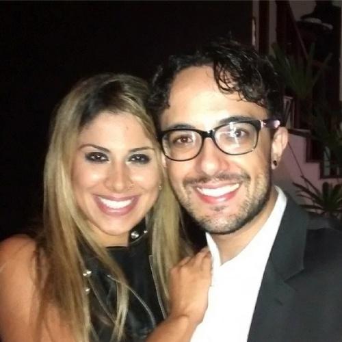 """02.abr.2014 - Alisson posta foto com Vanessa e escreve: """"Com minha amiga milionária! #BBB14"""""""