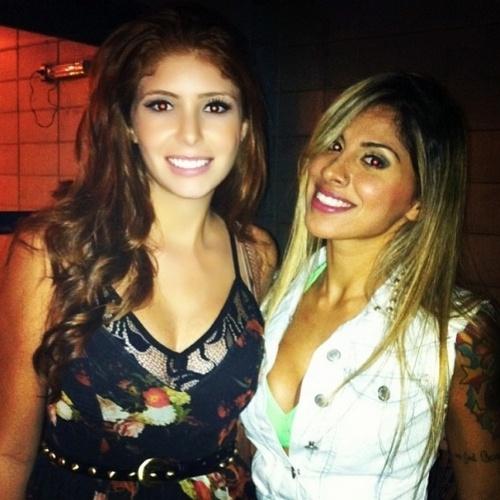 """02.abr.2014 - Amanda posta foto com a grande vencedora do """"BBB14"""", Vanessa. """"Minha campeã,nossa campeã Brasil!"""". escreveu"""