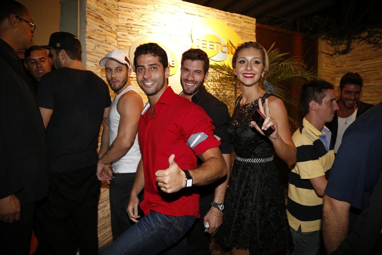 02.abr.2014 - João Almeida, Marcelo, Roni e Tatiele chegam para a festa do