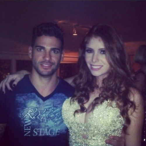 """02.abr.2014 - Rodrigo posta foto com Amanda na festa do """"BBB14"""""""