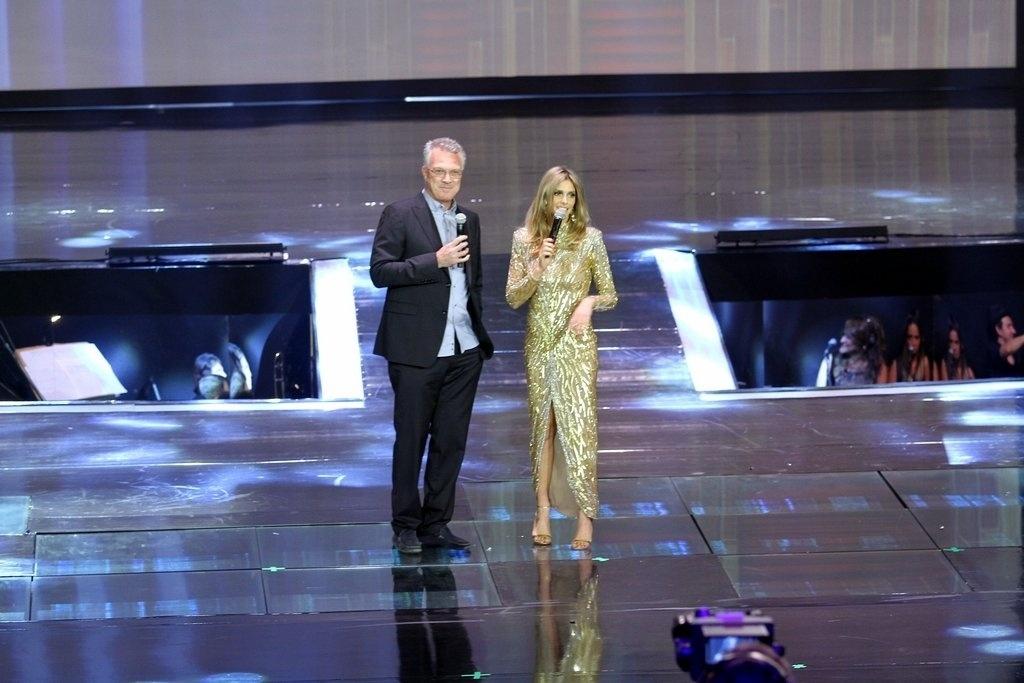 2.abr.2014 - Pedro Bial e Fernanda Lima na gravação do