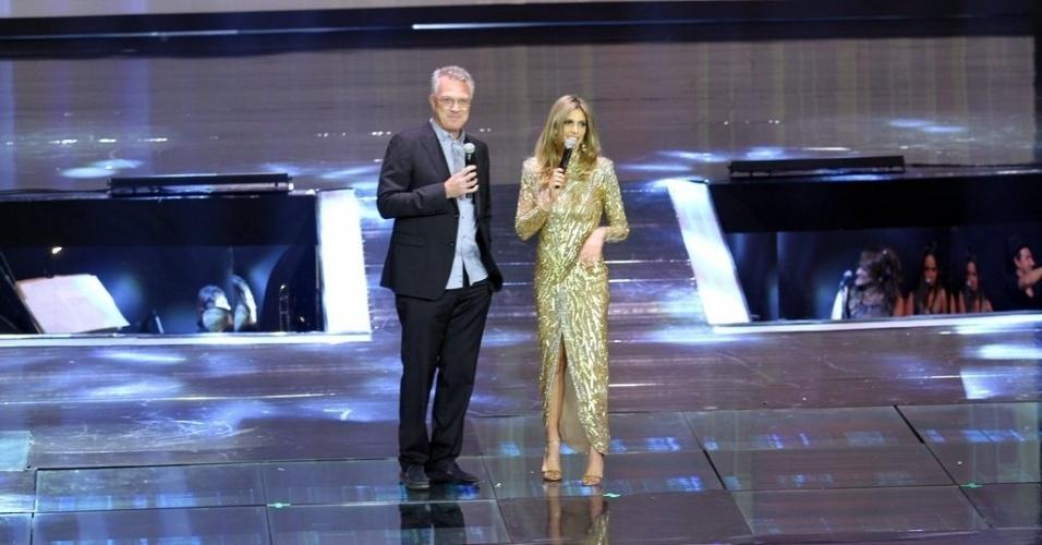 """2.abr.2014 - Pedro Bial e Fernanda Lima na gravação do """"vem_aí"""""""