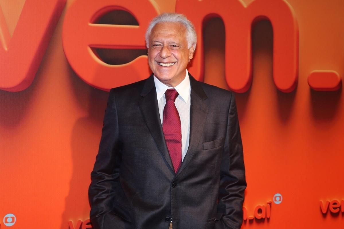2.abr.2014 - Antônio Fagundes prestigiou a