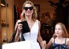 Kate Moss faz compras com a filha no Rio - AgNews