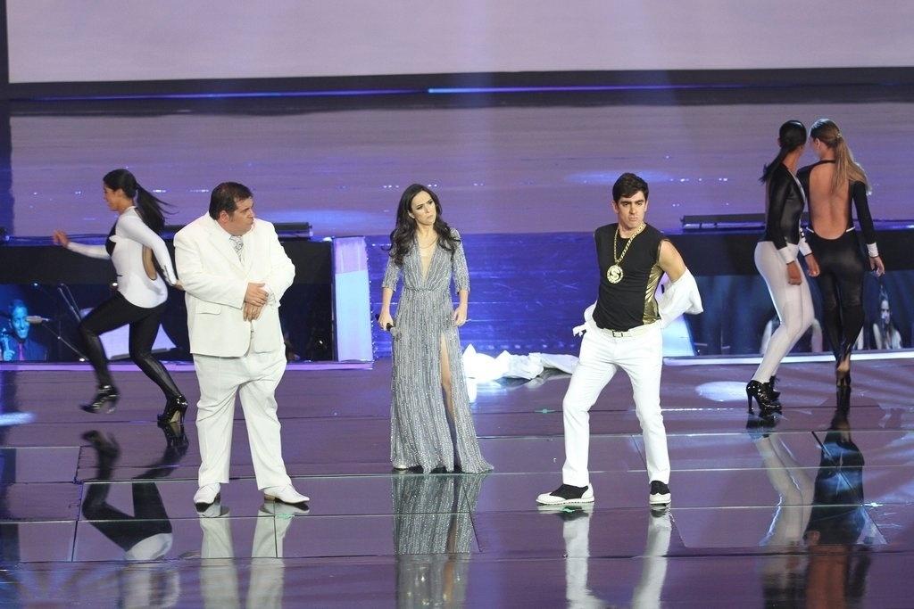 2.abr.2014 - Leandro Hassum, Tatá Werneck e Marcelo Adnet fazem graça durante apresentação da nova programação da Globo