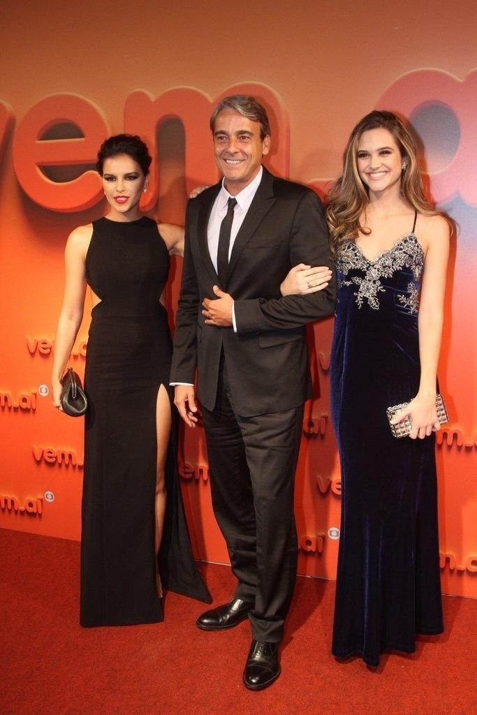 2.abr.2014 - Mariana Rios, Alexandre Borges e Juliana Paiva prestigiaram a