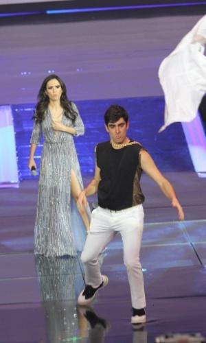 2.abr.2014 - Tatá Werneck e Marcelo Adnet fazem graça durante apresentação da nova programação da Globo