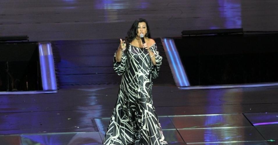 """2.abr.2014 - Regina Casé na gravação do """"vem_aí"""""""