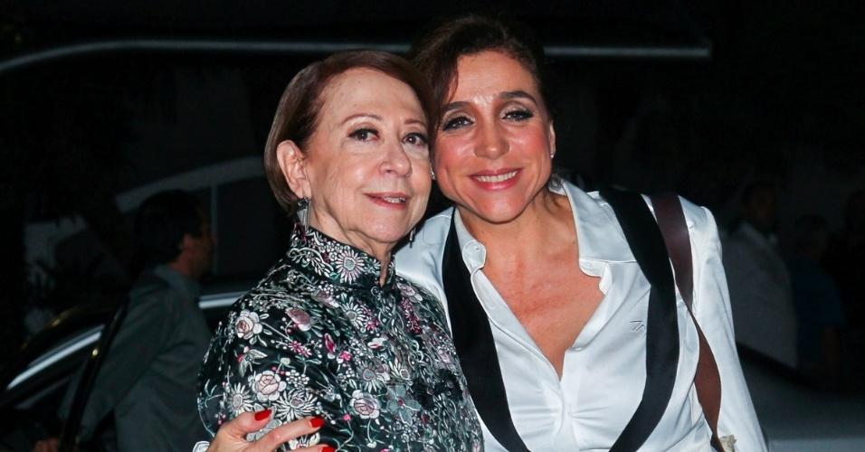 """2.abr.2014 - Fernanda Montenegro e Marisa Orth posam juntas durante a gravação do """"vem_aí"""", da Globo, em São Paulo"""