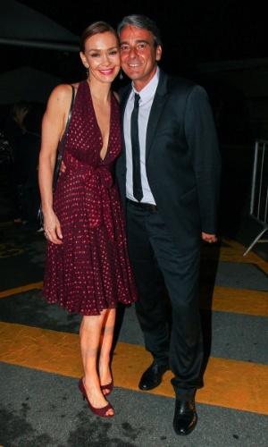 """2.abr.2014 - Júlia Lemmertz e Alexandre Borges prestigiam a gravação do """"vem_aí"""", da Globo, em São Paulo"""