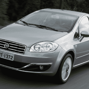 Fiat Linea Essence Dualogic 2015 - Murilo Góes/UOL