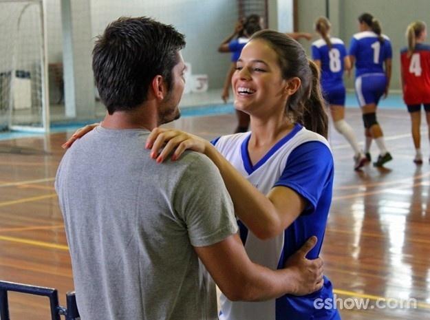 Luiza comemora jogo com o namorado e se diverte com pedido inusitado