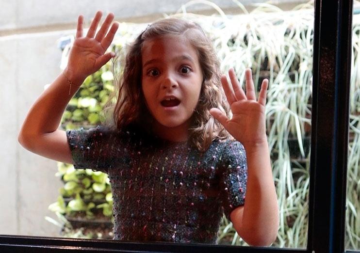 """Mel Maia faz careta nos bastidores de """"Joia Rara"""""""