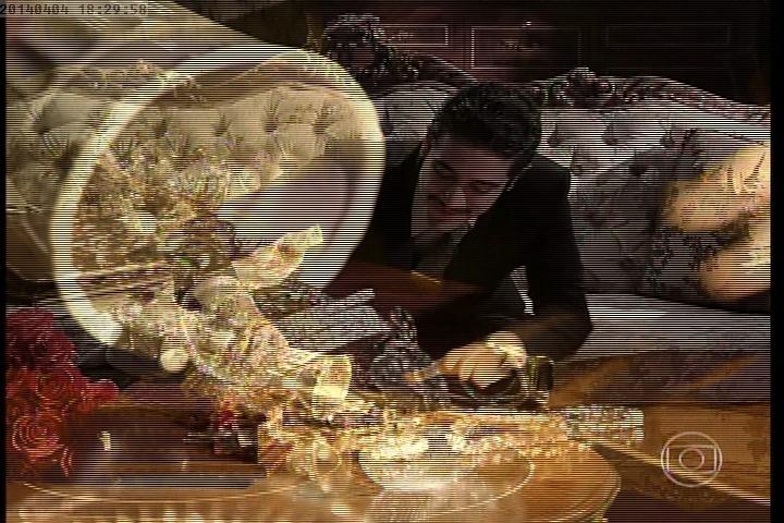No último capítulo, Décio rouba joias e Laura promete denunciar o filho e Valter