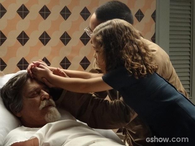 Pérola reza pelo avô