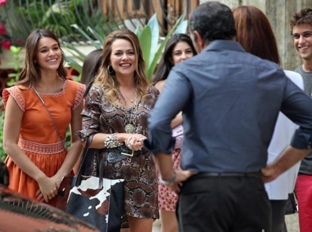 Shirley aparece com Luiza e quer tratar de assuntos com Virgílio