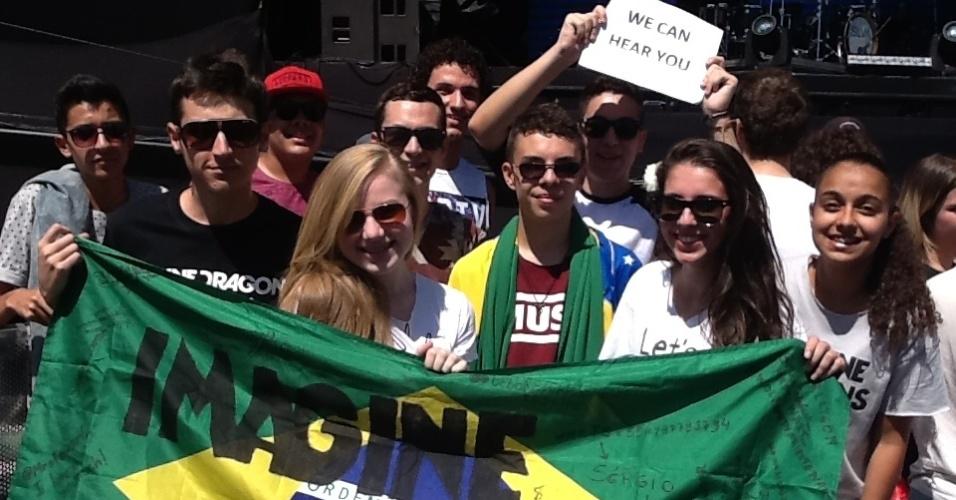 05.abr.2014 - Fãs do Imagine Dragons aguardam pelo show da banda em frente ao palco Ônix no Lollapalooza 2014, no Autódromo de Interlagos, em São Paulo