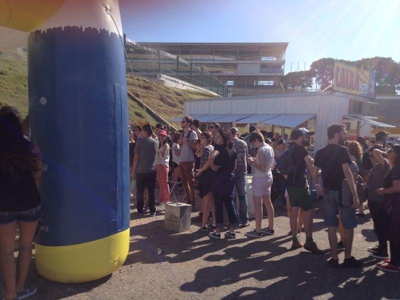 05.abr.2014 - Público curte primeiro dia do Festival Lollapalooza 2014 no Autódromo de Interlagos, em São Paulo