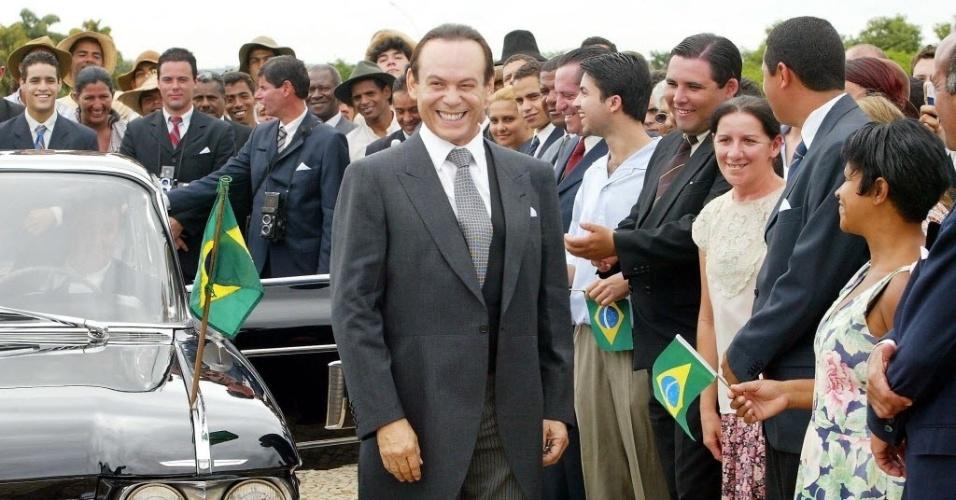 10.mar.2006 - José Wilker durante gravação da minissérie