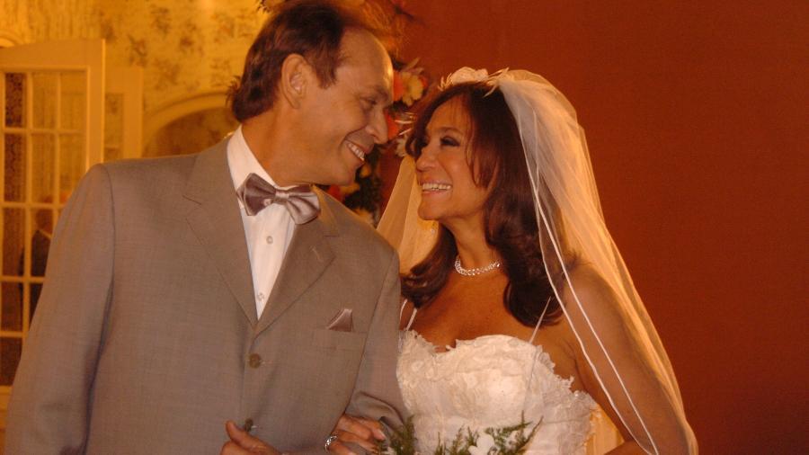 """Maria do Carmo (Susana Vieira) e Giovanni Improtta (José Wilker) em """"Senhora do Destino"""" (2004) - Divulgação"""