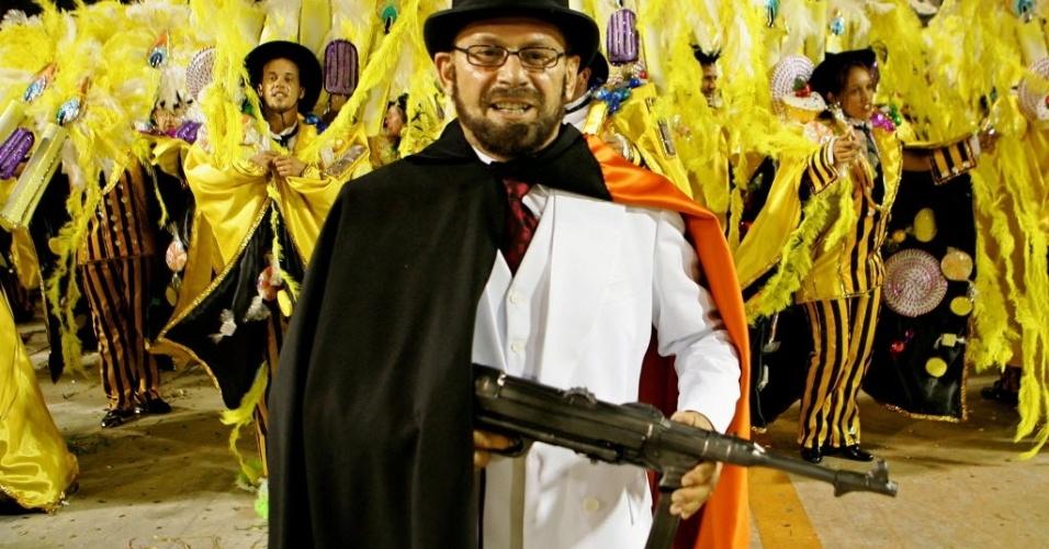 2007 - José Wilker , como o Homem da Capa Preta, em desfile da escola de samba Grande Rio, no Sambódromo