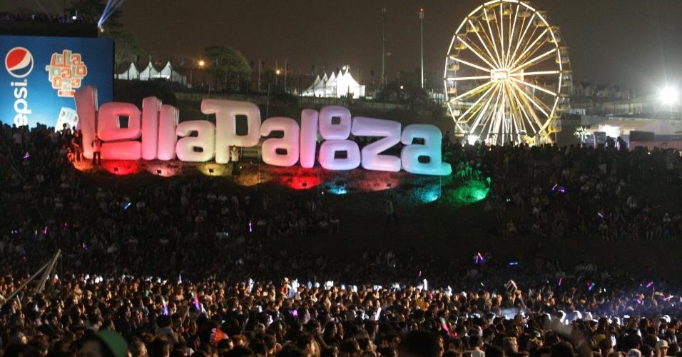 5.abr.2014 - Público lota o Lollapalooza 2014 no Autódromo de Interlagos, em São Paulo