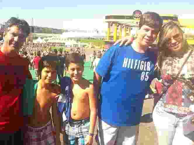O casal carioca Zé Roberto e Adelta Gimenez levou os filhos para uma tarde em família no Lollapalooza - Tiago Dias/UOL