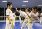 Técnica israelense, krav magá, ensina crianças a agir em situação de risco